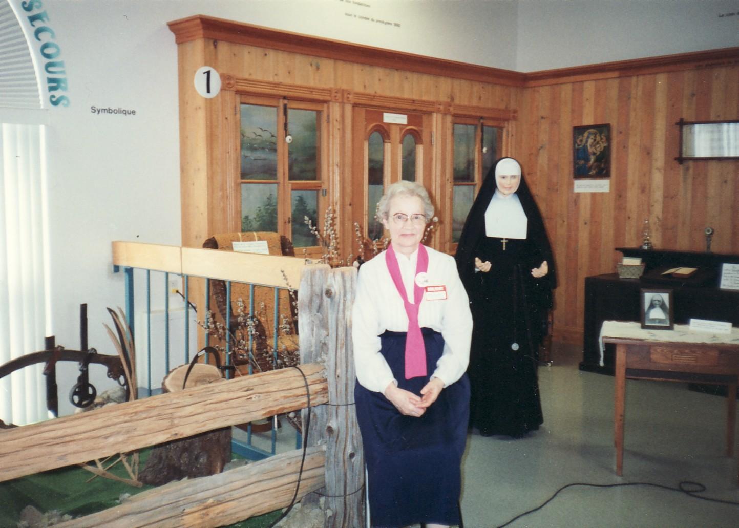 Hermana Marie-Berthe Lavertu en la entrada del Centro histórico