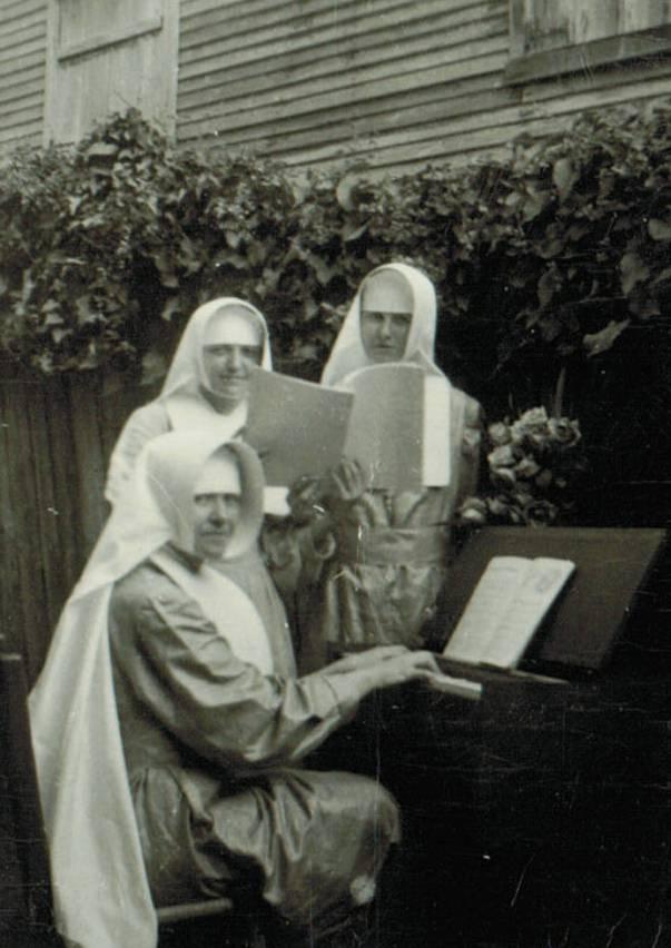 4_À l'harmonium 1948